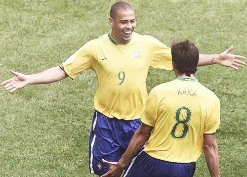 Kaka gat Cristiano Ronaldo khoi vi tri dong doi hay nhat hinh anh 1 jamasgsag_1.jpg