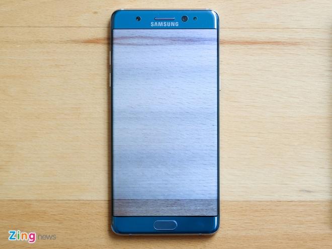 so sanh man hinh galaxy note fe va iphone 7 plus anh 4