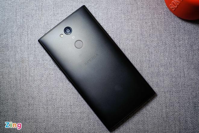 Xperia L2 - smartphone Sony dau tien co cam bien van tay mat lung hinh anh 3