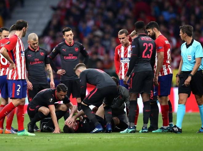 Arsenal mua 2018/19: Khong con HLV, doi truong va ca doi pho hien tai hinh anh