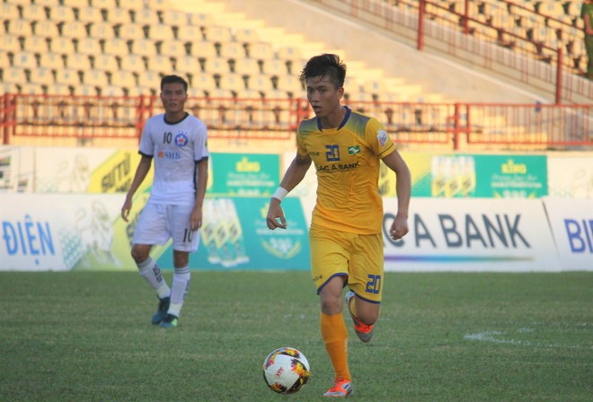 'Phan Van Duc du kinh nghiem de tham du AFF Cup 2018' hinh anh