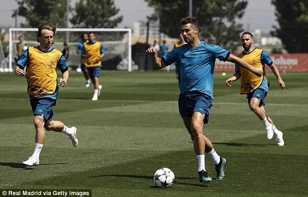 Ronaldo cam giac the luc sung man nhu o tuoi 23 hinh anh 1