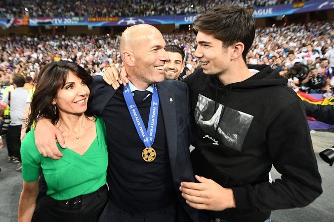 Huyen thoai Zidane: So huu doi bong tai nang, gia dinh hanh phuc hinh anh