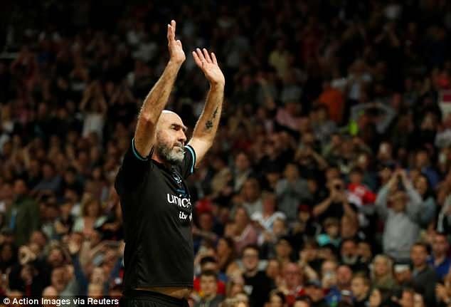 Eric Cantona tai xuat o Old Trafford khi da cho 'doi the gioi' hinh anh 3