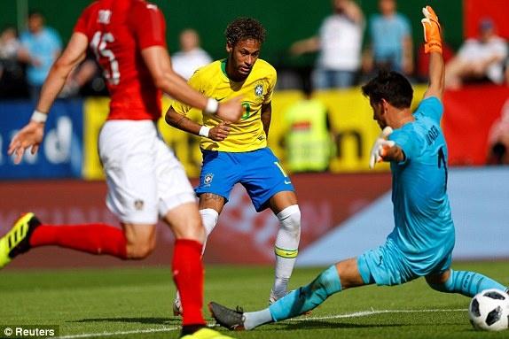 DT Ao 0-3 Brazil: Neymar 'xau kim' ghi ban dep mat hinh anh 1
