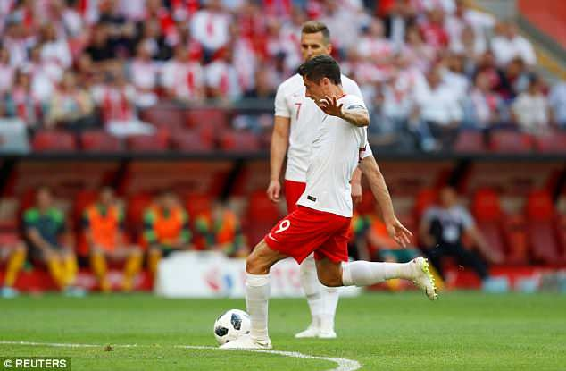 Lewandowski ghi cu dup, DT Ba Lan san sang cho World Cup hinh anh 5