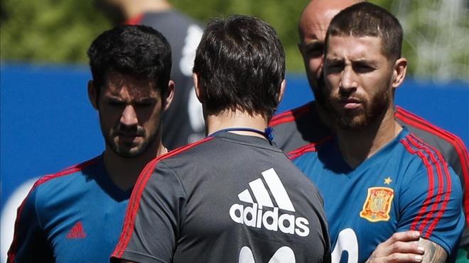 HLV Tay Ban Nha ve Real Madrid nho tac dong cua Sergio Ramos hinh anh