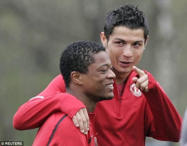 Evra: Cho co dai ma nhan loi qua nha Ronaldo choi hinh anh