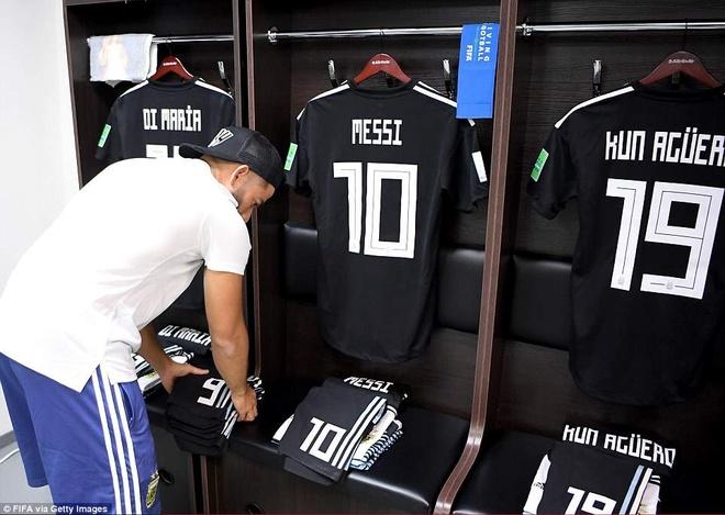 Messi lap... ban tho trong phong thay do o World Cup 2018 hinh anh