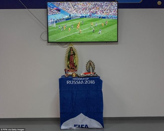 Messi lap... ban tho trong phong thay do o World Cup 2018 hinh anh 2