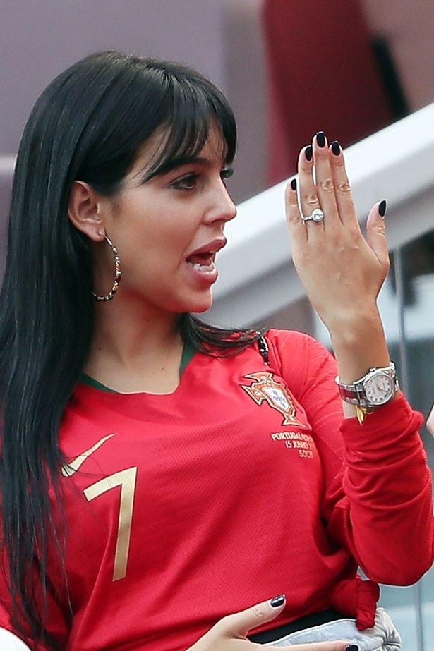 Ronaldo se to chuc dam cuoi voi ban gai sau World Cup? hinh anh 1