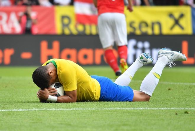 Neymar tung thoat chet than ky va nhung chuyen hau truong cua Brazil hinh anh 4