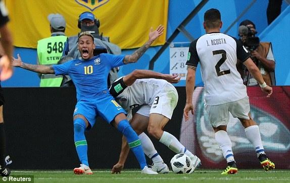 Neymar ten to vi bi VAR tu choi tinh huong penalty hinh anh