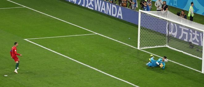 Sut hong penalty, Ronaldo 'tit ngoi' trong tran hoa truoc Iran hinh anh 1