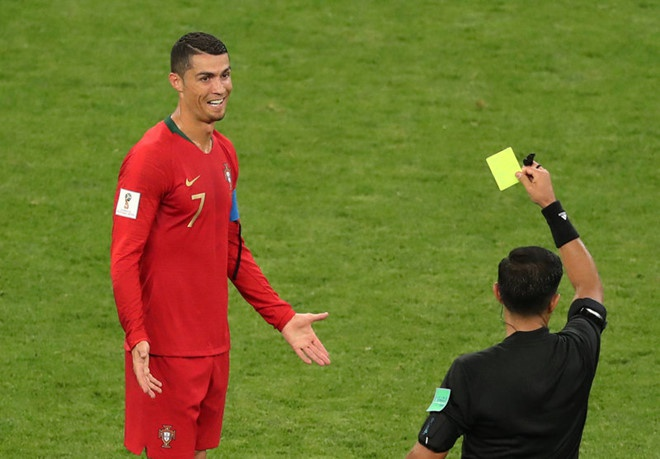 Ronaldo xung dang nhan the do vi pha danh nguoi voi cau thu Iran,  World Cup anh 1
