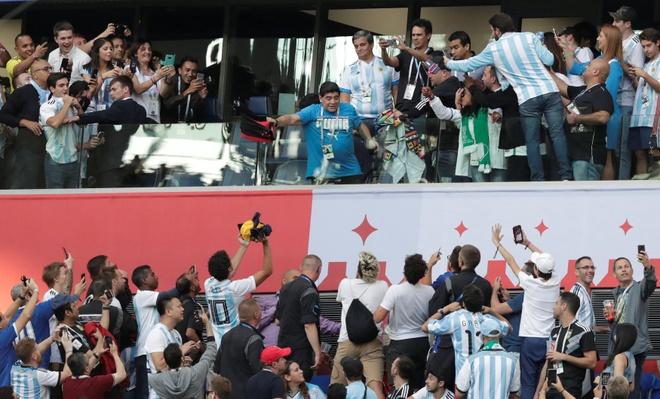 '50 sac thai' cua Diego Maradona trong ngay Argentina thoat 'cua tu' hinh anh 4