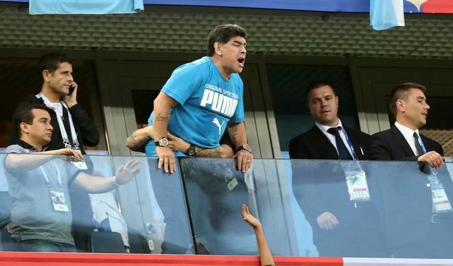 '50 sac thai' cua Diego Maradona trong ngay Argentina thoat 'cua tu' hinh anh 8