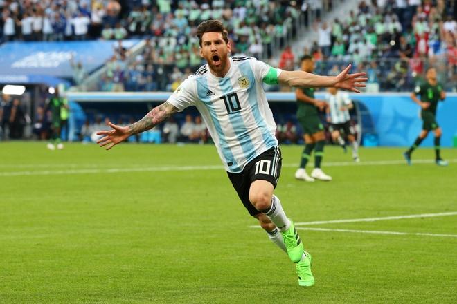 Messi ghi ban, san bang thanh tich cua Maradona va Batistuta hinh anh 1