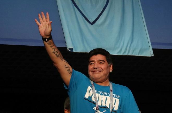 Vi Messi, Maradona dung den xem Argentina thi dau nua hinh anh