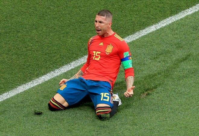 Ferdinand cuoi mia mai Ramos an mung ban thang phan luoi nha hinh anh