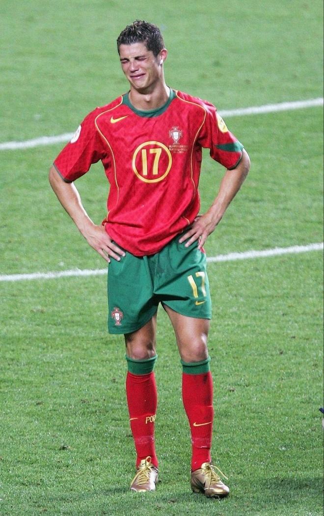 Tai sao Ronaldo luon mac ao dai tay khi thi dau? hinh anh 2
