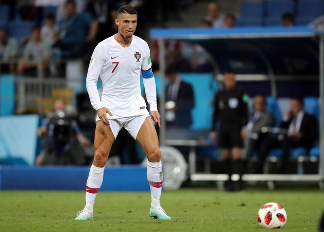 Ronaldo bi che gieu vi hanh dong ven cao quan chuan bi sut phat hinh anh