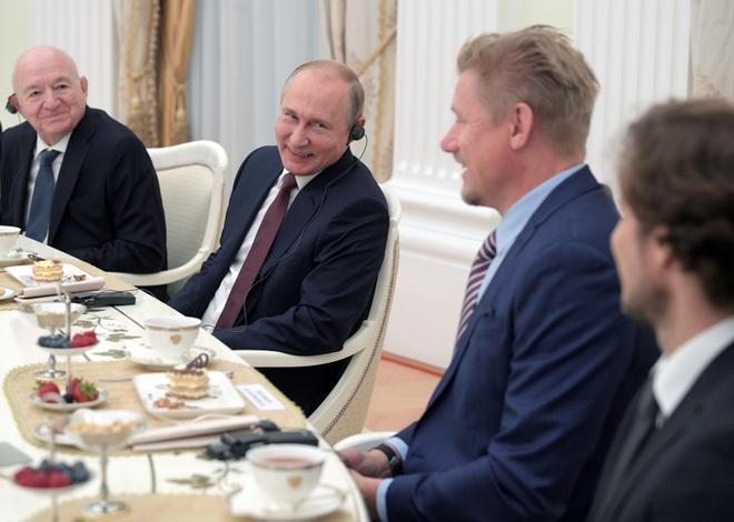Tong thong Nga Vladimir Putin gap cac huyen thoai bong da hinh anh 1