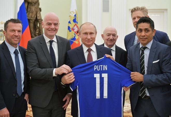 Tong thong Nga Vladimir Putin gap cac huyen thoai bong da hinh anh 3