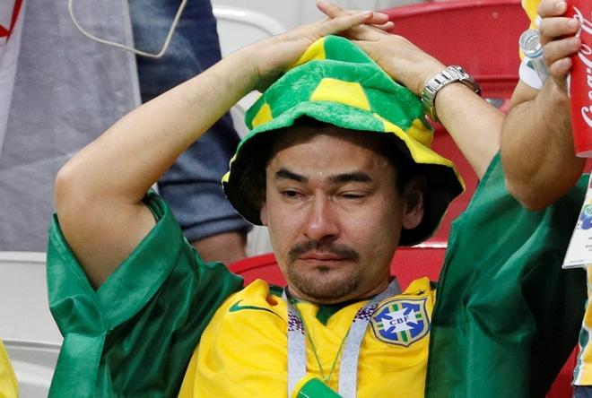 Co dong vien khong cam noi nuoc mat truoc that bai cua Brazil hinh anh 3