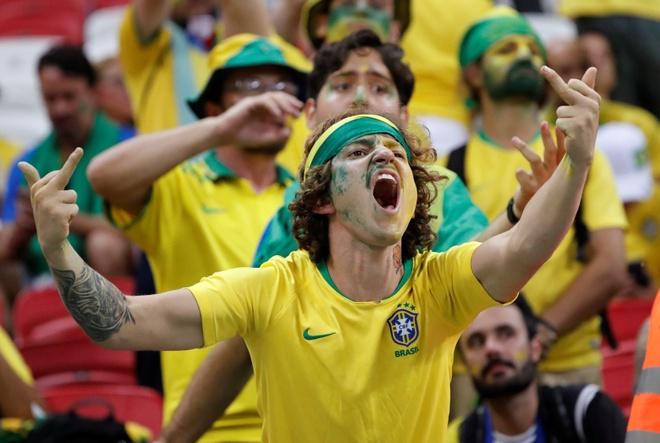 Co dong vien khong cam noi nuoc mat truoc that bai cua Brazil hinh anh 7
