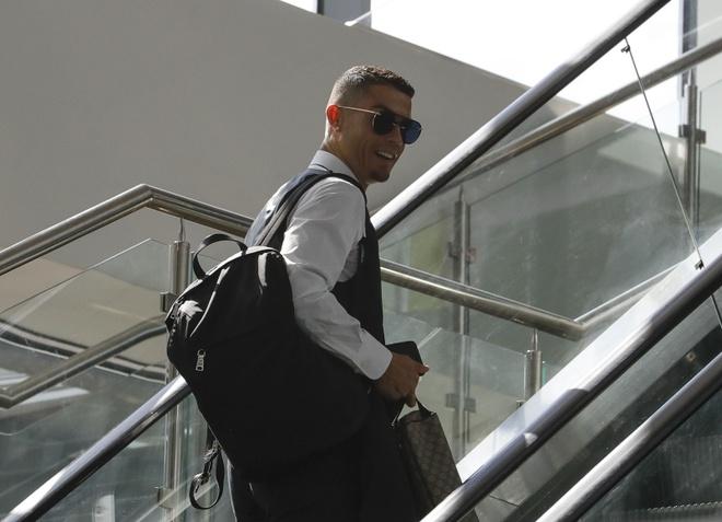 Ronaldo chinh thuc cap ben Juve voi gia 100 trieu euro hinh anh