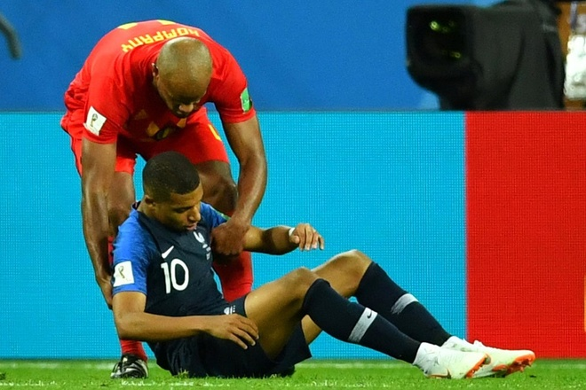 Neymar da gop phan bien Mbappe thanh 'dien vien' nhu the nao? hinh anh
