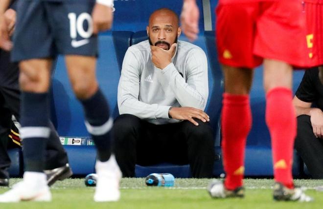 Guong mat tram tu cua Thierry Henry trong ngay Phap danh bai Bi hinh anh 6