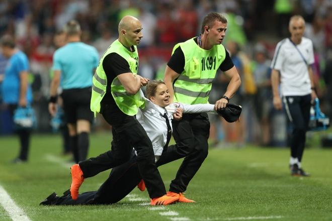 Hau ve Croatia tum co fan qua khich trong tran chung ket hinh anh 2