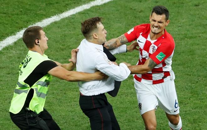 Hau ve Croatia tum co fan qua khich trong tran chung ket hinh anh 1
