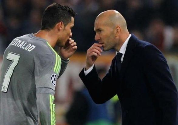 Zidane sap tai hop voi Ronaldo tai Juventus? hinh anh