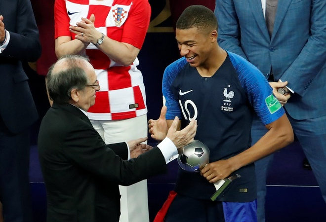 Kylian Mbappe can tro thanh mot 'Galactico moi' hinh anh 1
