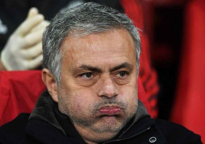 Mourinho can tap trung chi dao MU thay vi phan nan hinh anh