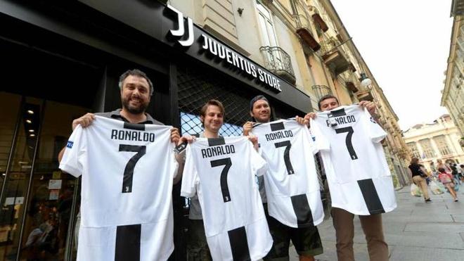Juventus co bu lai duoc phi chuyen nhuong tu tien ban ao dau Ronaldo? hinh anh 1