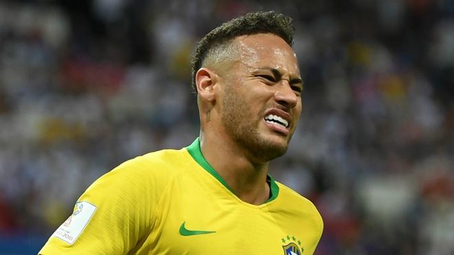 Neymar phan phao khi bi chi trich thuong xuyen an va tren san hinh anh 2