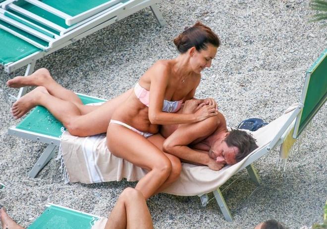 HLV Conte duoc vo xoa diu noi buon sau khi bi Chelsea sa thai hinh anh