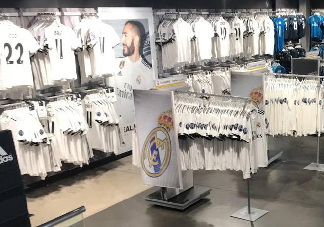 Thoi ky hau Ronaldo, ao dau nao o Real ban dat hang nhat? hinh anh