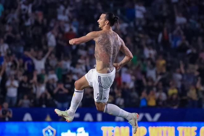 Ibrahimovic coi phang ao sau hat-trick loi nguoc dong cho LA Galaxy hinh anh 1