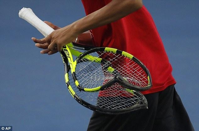 Benoit Paire dap 3 cay vot tennis vi mat binh tinh hinh anh 2