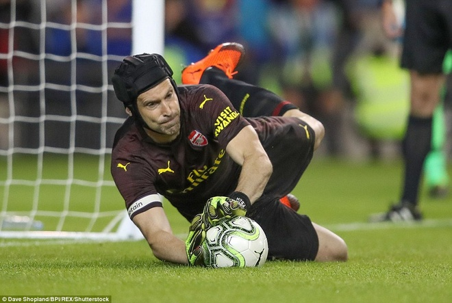 Petr Cech giup Arsenal thang Chelsea trong loat sut luan luu hinh anh