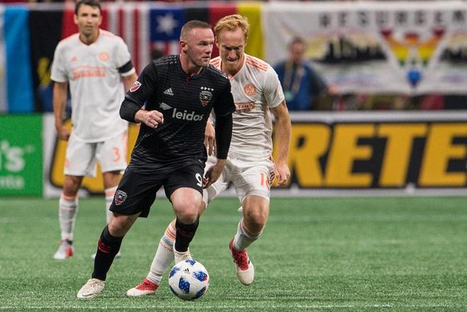 Co dong vien phat cuong vi pha lan xa kien tao cua Rooney hinh anh