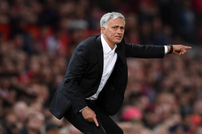 Gary Neville: 'That dau long khi xem MU thi dau duoi thoi Mourinho' hinh anh 2