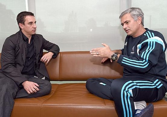 Gary Neville: 'That dau long khi xem MU thi dau duoi thoi Mourinho' hinh anh