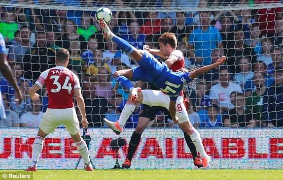 Lacazette toa sang giup Arsenal thang nghet tho truoc Cardiff City hinh anh 3
