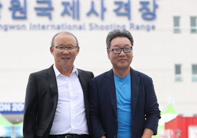 HLV Park Hang-seo khich le doi ban sung Viet Nam thi dau o Han Quoc hinh anh